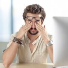 hoofdpijn boven oogkas