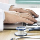 Miliaria of zweetuitslag: symptomen, oorzaak en behandeling