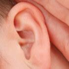 Steenpuist (furunkel) in het oor