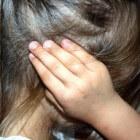Jeuk achter de oren: oorzaken, symptomen en behandeling
