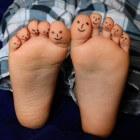 Stinkende voeten: oorzaken en behandeling van stinkvoeten
