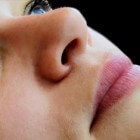 Pijnlijke neus: symptomen, oorzaak en behandeling neuspijn