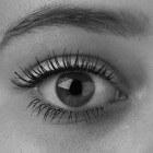 Trillende wenkbrauwen: oorzaken van zenuwtrek aan wenkbrauw