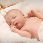 Ingezonken fontanel (zachte plek op schedel) bij baby
