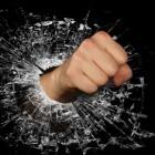Gebroken hand: Oorzaken en symptomen van handfractuur