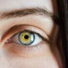 Pijn achter of rond wenkbrauwen: Oorzaken en behandeling
