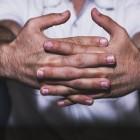 Donkere vingerknokkels: Oorzaken van hyperpigmentatie