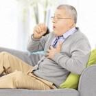 Hoesten: sputum/slijm ophoesten, bloed ophoesten of opgeven