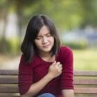 Pijn op de borst: links/rechts, pijn longen, hart, borstbeen
