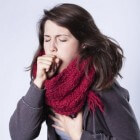 Kortademigheid en hoesten: oorzaken, onderzoek & behandeling