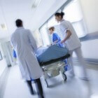 Pancreatitis symptomen: buikpijn, misselijk, braken & koorts