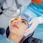 Staar aan de ogen: symptomen, operatie & nastaar laseren