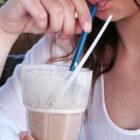 Uit eigen glas, fles of rietje drinken om gezond te blijven!