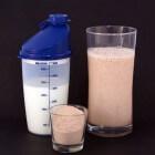 Welke maaltijdvervanger bevat weinig suiker en veel eiwit?