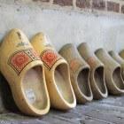 Klompen; al eeuwen het ideale schoeisel