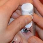 Kunsttranen (oogdruppels) bij droge ogen