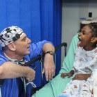 Anesthesie bij operatie kinderen door anesthesioloog