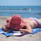 Zonneallergie spray: zonneblaasjes voorkomen met DermaForte