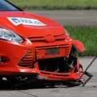 Hulp aan gewonden bij een auto ongeluk