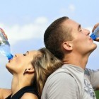 Voldoende water drinken kan deels ook via koffie drinken