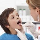 Keelpijn bij kinderen: symptomen, oorzaak en behandeling