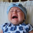Het huiluurtje van de baby