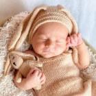 Meconium: uitscheiding van de eerste ontlasting van een baby