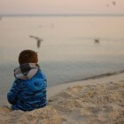 Eenzaamheid: Oorzaken, gevolgen en tips