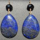 De blauwe lapis lazuli geeft een rustige waardigheid
