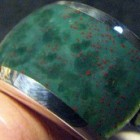 De heliotroop is een groene jaspis met rode spikkeltjes