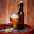 Quizvragen over bier voor demente man: prikkel het geheugen