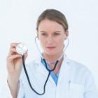 Aambeien: Gezwollen aderen in anus met rectale bloedingen