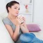 Op welke leeftijd start de borstgroei en menstruatie?