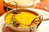 Dal tadka (Indiase linzensoep) / Bron: Aimee rivers, Wikimedia Commons (CC BY-SA-2.0)